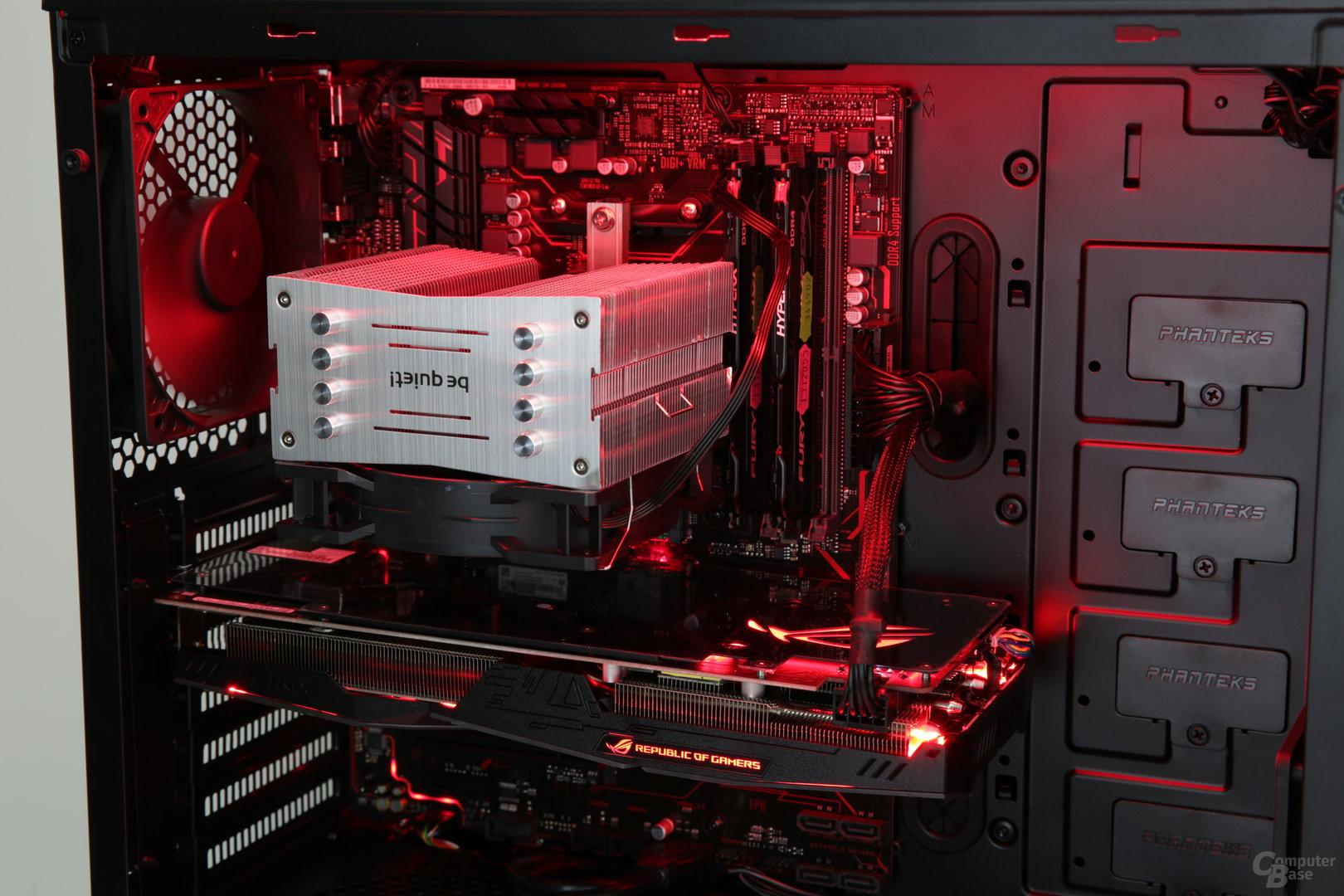 Dezente rote Beleuchtung für die verbauten Komponenten