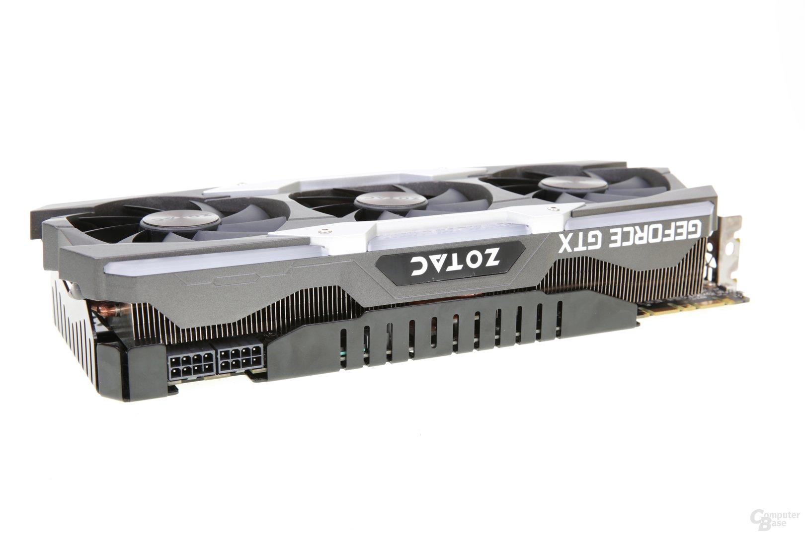Das Kühlsystem der Zotac AMP! Extreme ist drei Slot hoch.