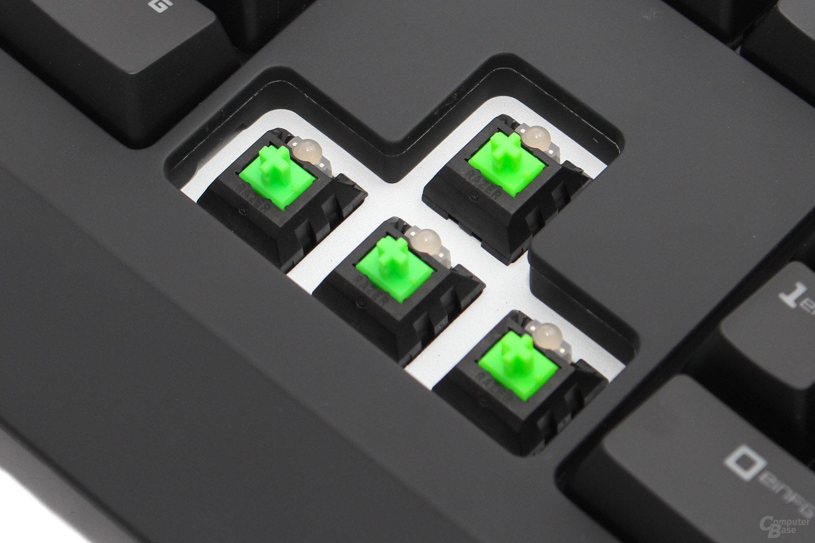 Üblicherweise befindet sich die LED bei mechanischen Tastern außerhalb des Tastergehäuses