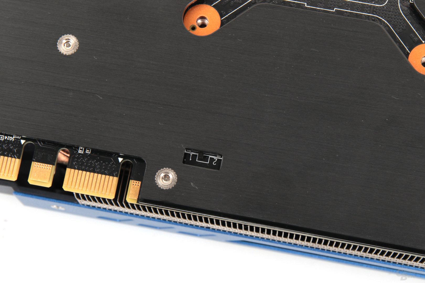 Nur mit Werkzeug zu erreichen: Der BIOS-Switch