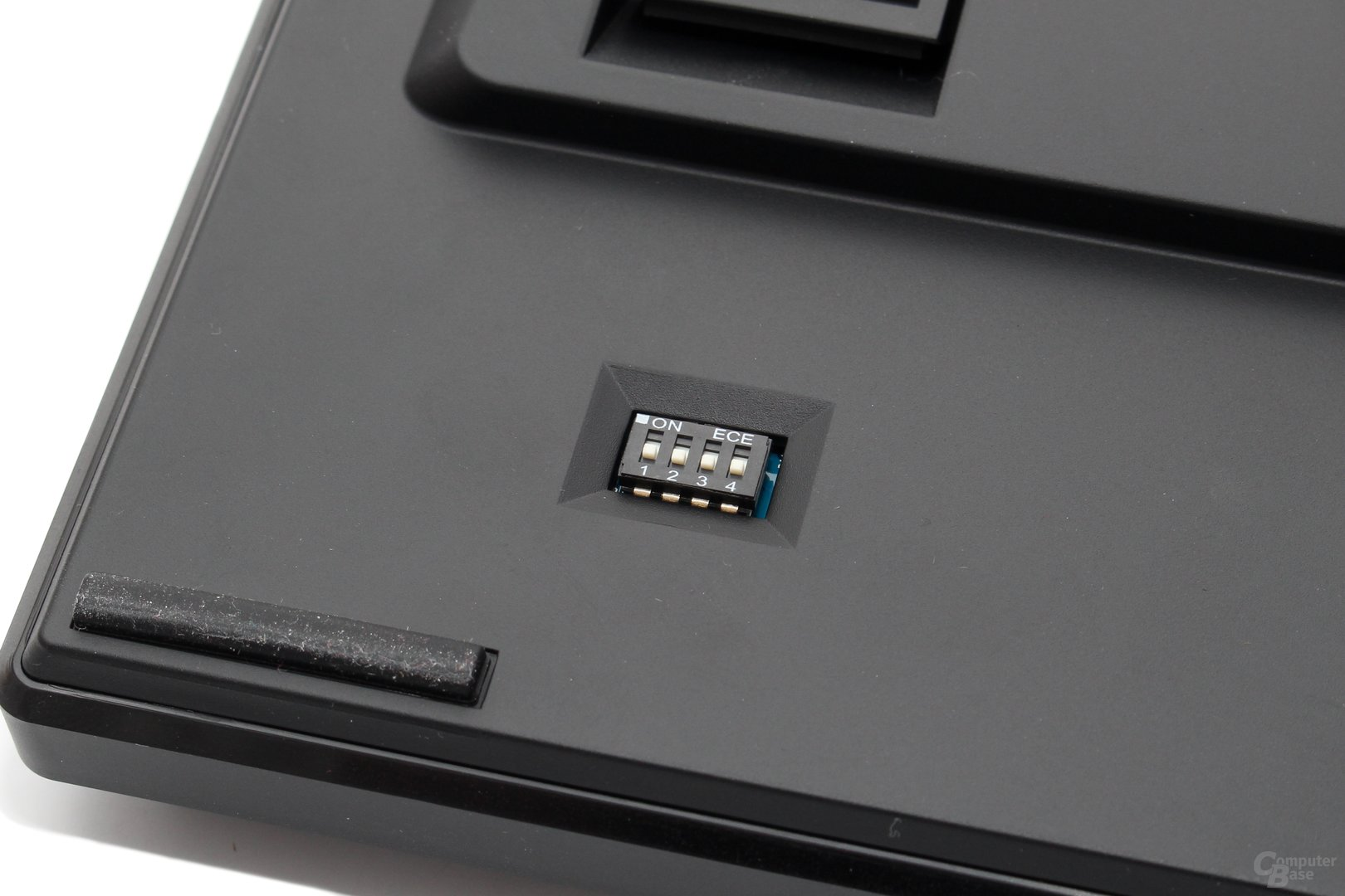 Per Schalterblock können Key-Rollover und Position der FN-Taste gewählt werden