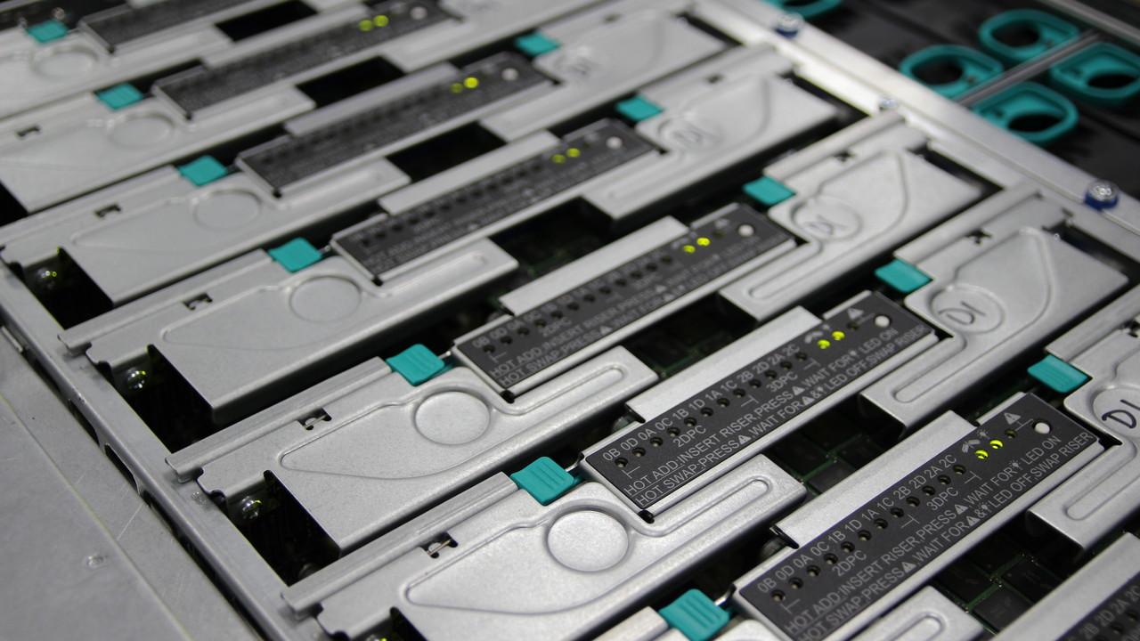 Server-CPUs: Xeon Platinum und AMD Epyc auf Augenhöhe
