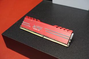 Adata Gammix D10 mit rotem Wärmeleitblech