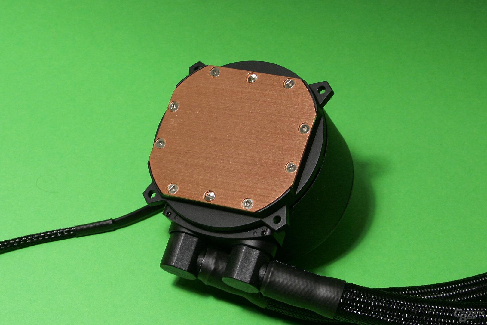 Cooler Master Masterliquid 240: CPU-Auflagefläche mit feinen Rillen