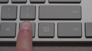 Modern Keyboard und Maus: Microsoft-Tastatur mit Tasten-Fingerabdrucksensor