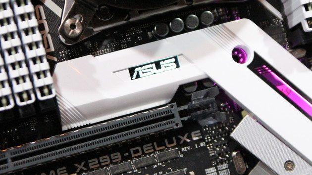 X299-Mainboards: Asus setzt auf OLED-Display, Hochkant-M.2 und Mini-Lüfter