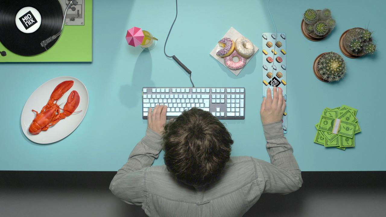 Mionix: Maus, Tastatur und Zubehör in Farben der 1960er