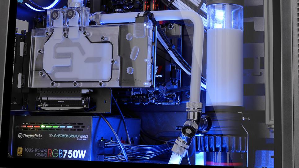 Thermaltake: Suppressor F51, Core 71 und 51 künftig auch mit Glas