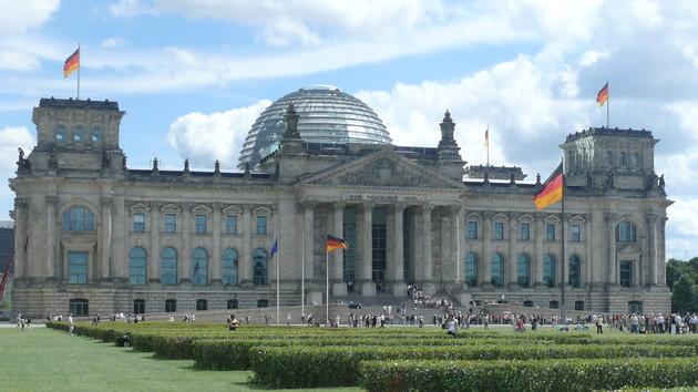 Soziale Netzwerke: Bundestag beschließt Facebook-Gesetz