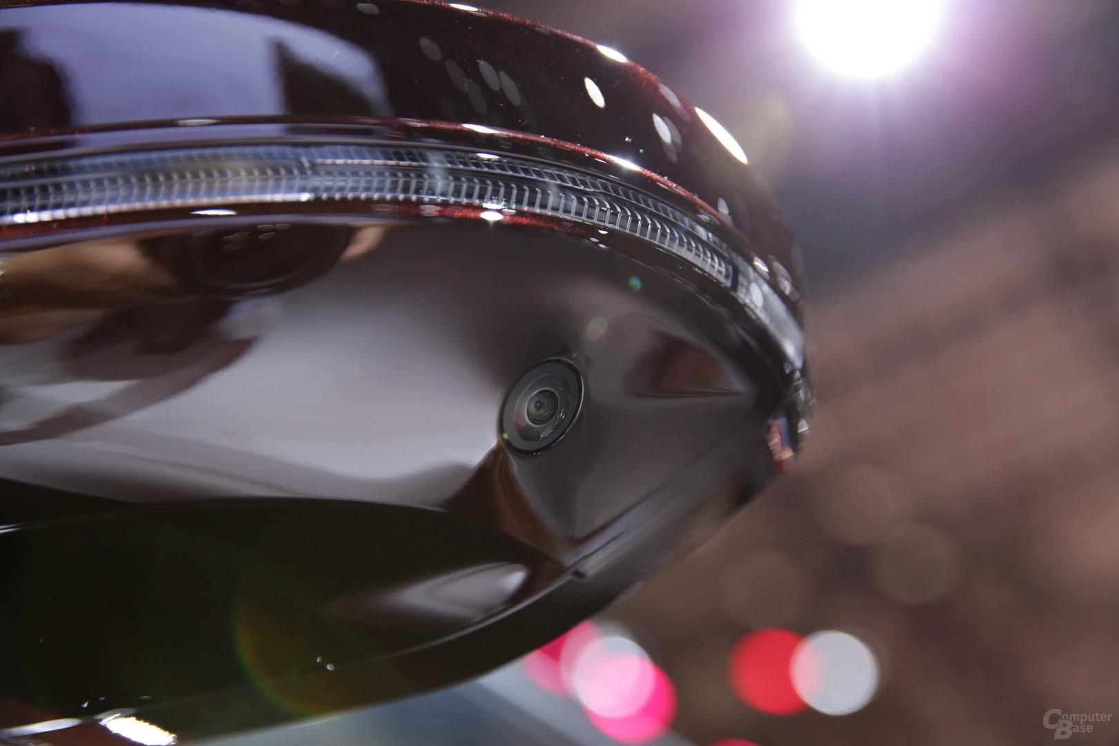 Eine der 360-Grad-Kameras im Seitenspiegel