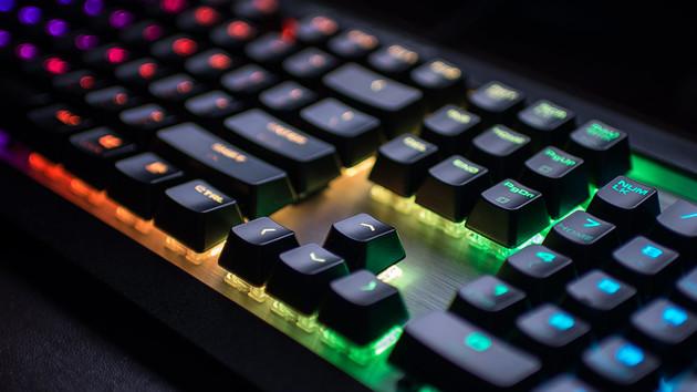 Cougar Attack X3 RGB im Test: Günstig-teure Tastatur mit Cherry MX RGB
