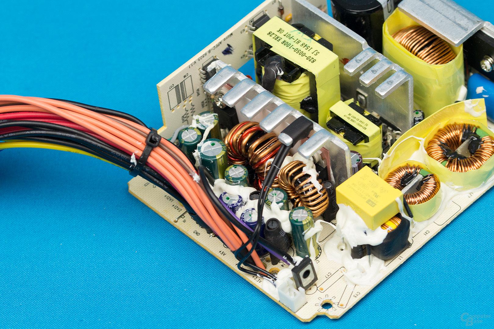 Inter-Tech Argus SFX-300W – Sekundärseite