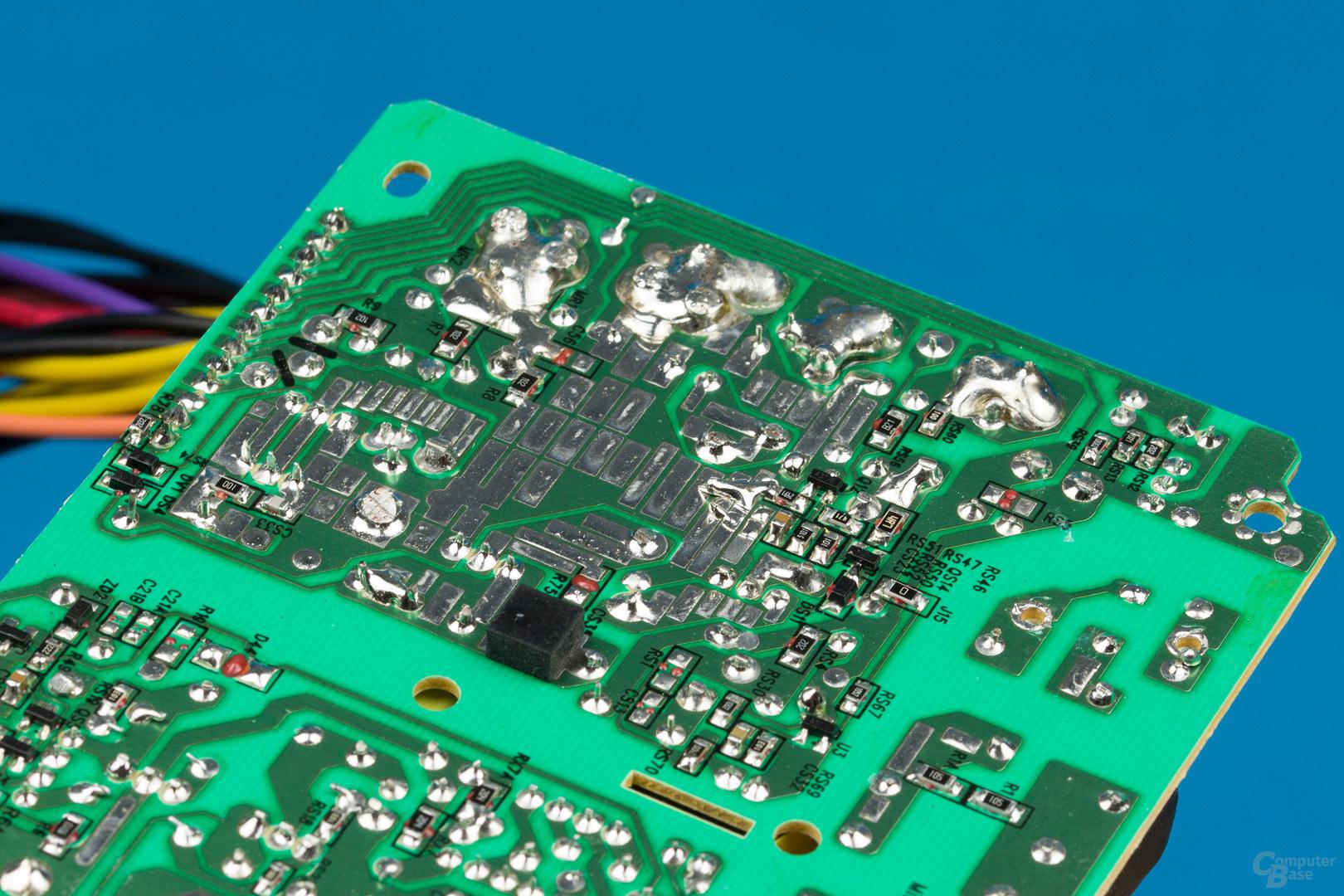 Inter-Tech Argus SFX-300W – Lötqualität (Sekundärseite)