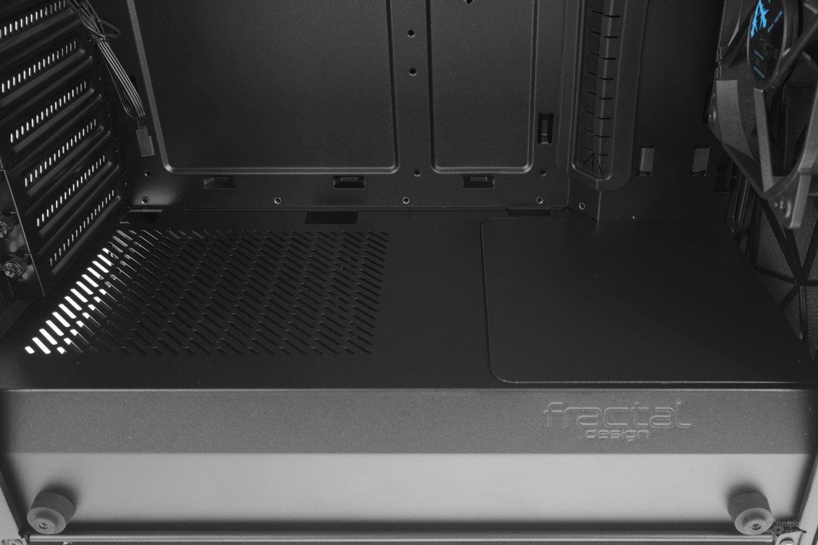 Fractal Design Meshify C – Raumtrenner verdeckt Netzteil und Festplatten