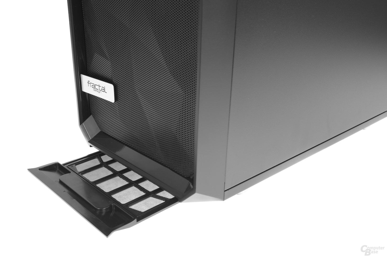 Fractal Design Meshify C – Der Staubfilter wird nach vorne hin entfernt