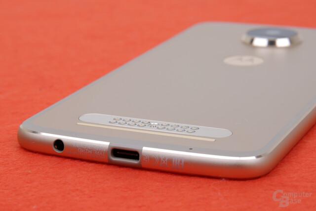 6,1 Millimeter dünn, aber mit 3,5-mm-Klinke und USB Typ C zum Aufladen mit bis zu 15 Watt