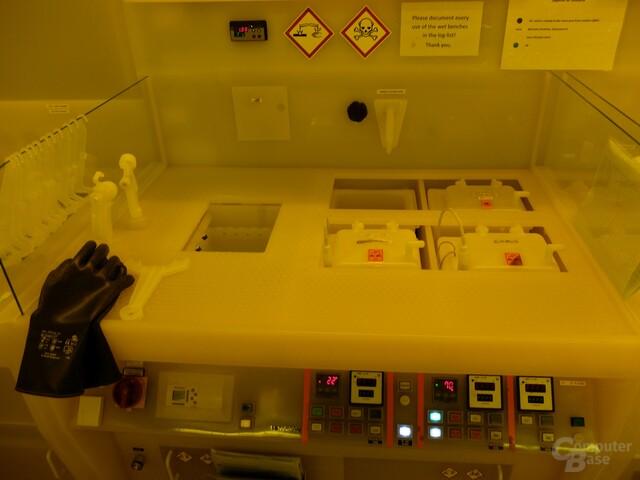 Nasschemie-Bereich zur Reinigung von Wafern