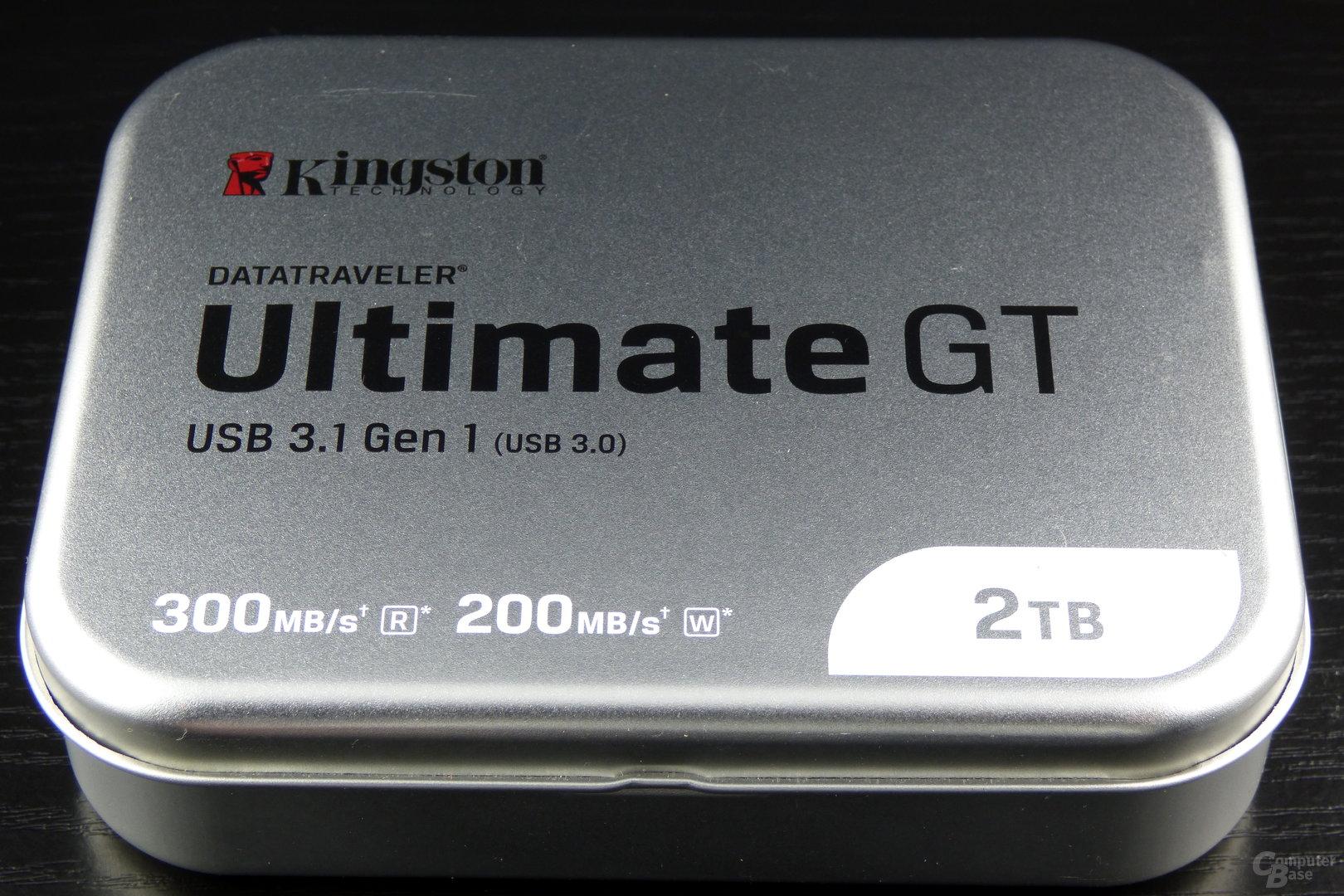 Ein USB-Stick aus der Dose – mit vorbildlichem Hinweis, dass USB 3.1 Gen 1 im Grunde USB 3.0 bedeutet