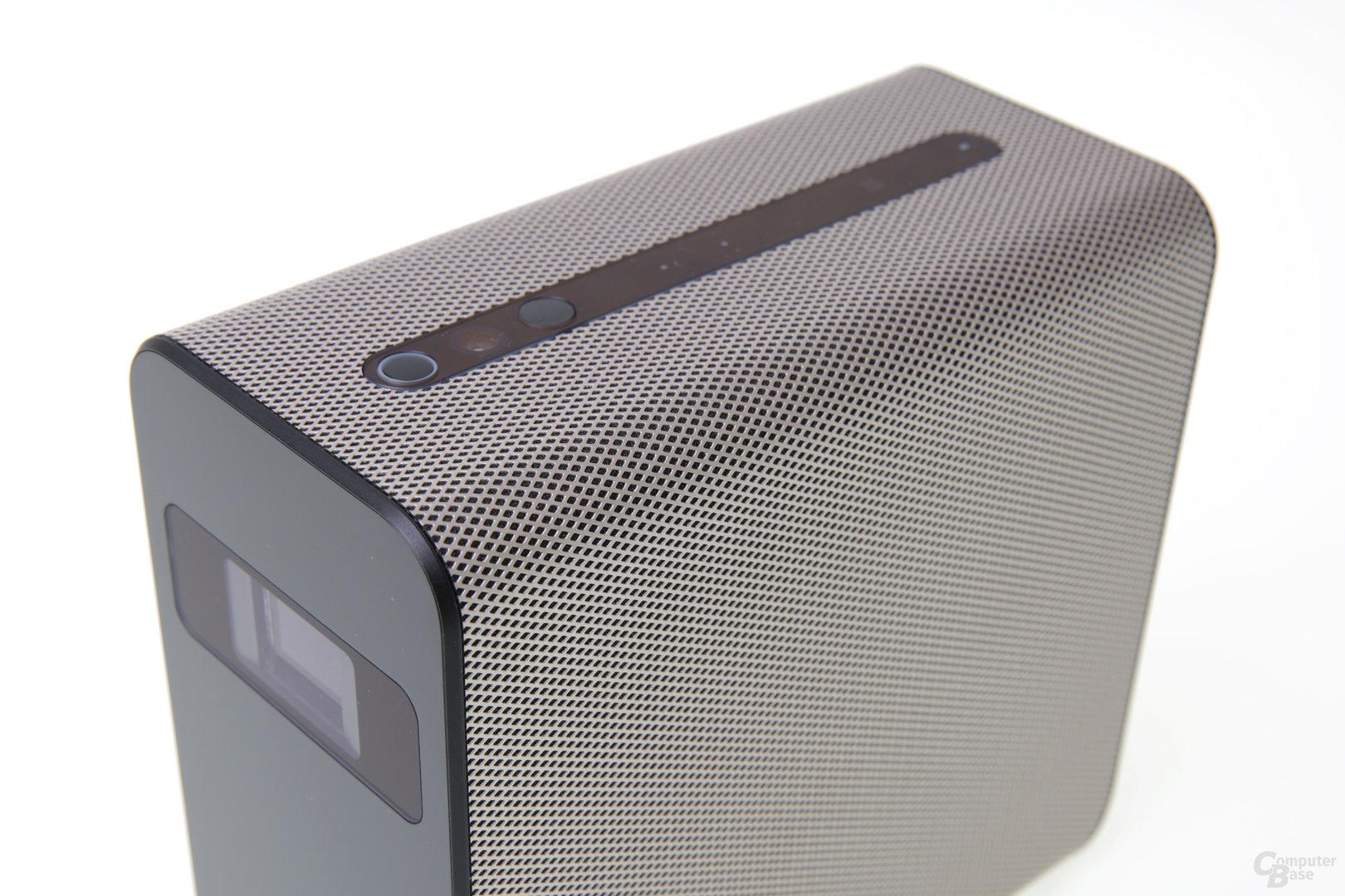 Mesh-Gitter-Design mit versteckten Stereo-Lautsprechern
