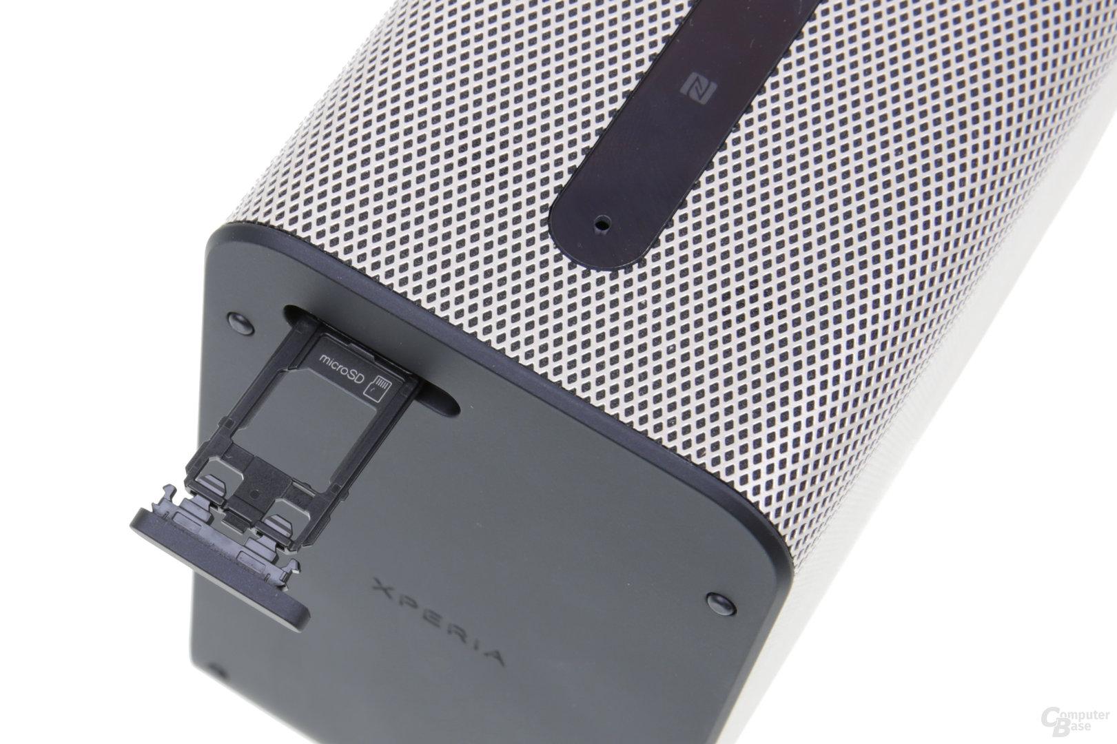 microSD-Steckfach an der Rückseite des Xperia Touch