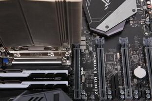 NH-U14S TR4-SP3 auf Asus Zenith Extreme überlappt den ersten PCIe-Slot