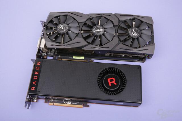 Asus Radeon RX Vega 64 Strix (oben) und das Referenzdesign