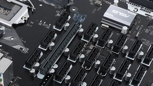 Asus B250 Mining Expert: 19 PCIe-Ports für GPUs und dreimal ATX 24 Pin
