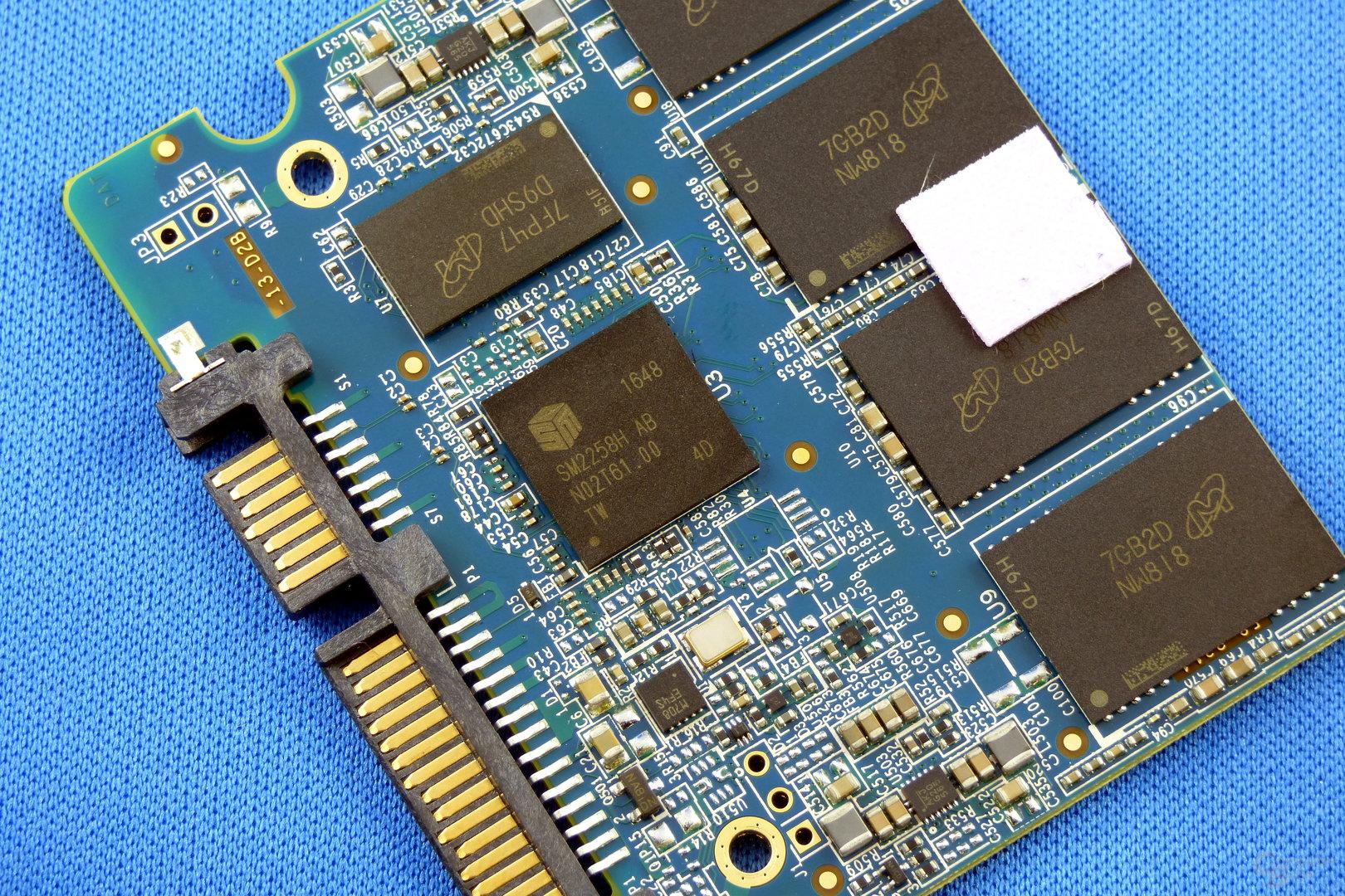 Crucial BX300 mit SM2258-Controller