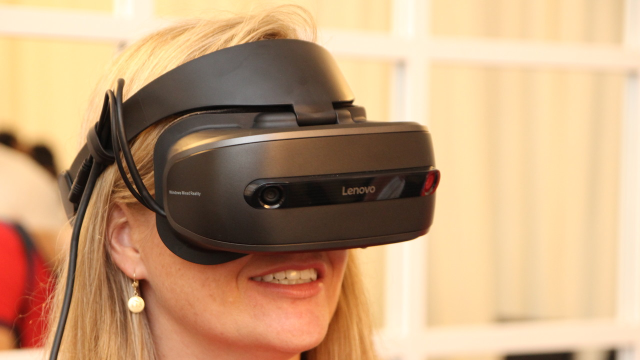 Explorer: Lenovos Mixed-Reality-VR-Headset wiegt 380 Gramm