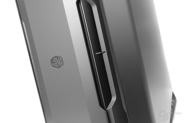 Cooler Master Cosmos C700P – Die Seitentüren sind magnetisch befestigt