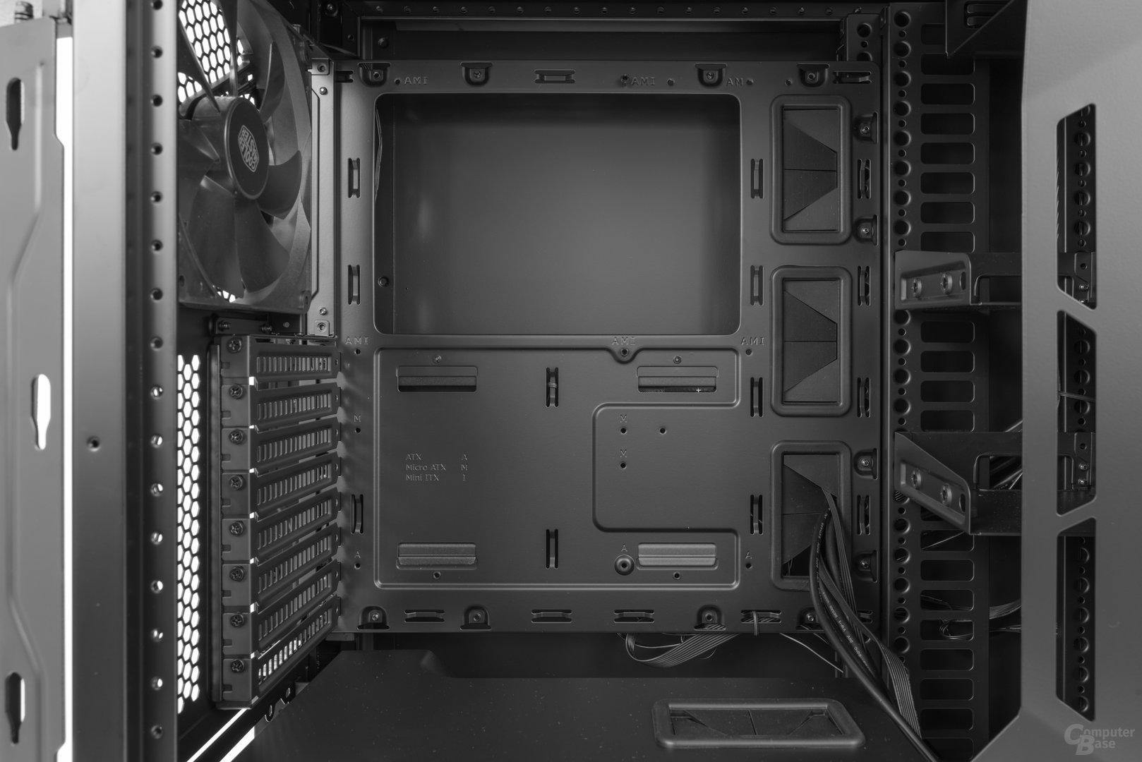 Cooler Master Cosmos C700P – Der Mainboardtray im Detail
