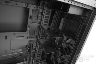 Cooler Master Cosmos C700P – Lediglich zwei Festplattenaufnahmen hat das Gehäuse zu bieten