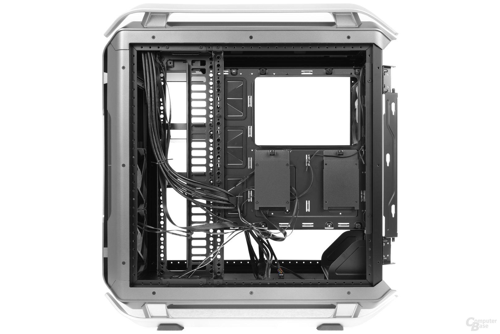 Cooler Master Cosmos C700P – Verkleidung an der Rückseite entnommen