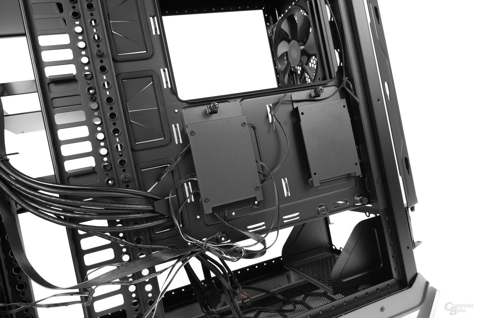 """Cooler Master Cosmos C700P – Zwei 2,5""""-Plätze an der Rückseite"""