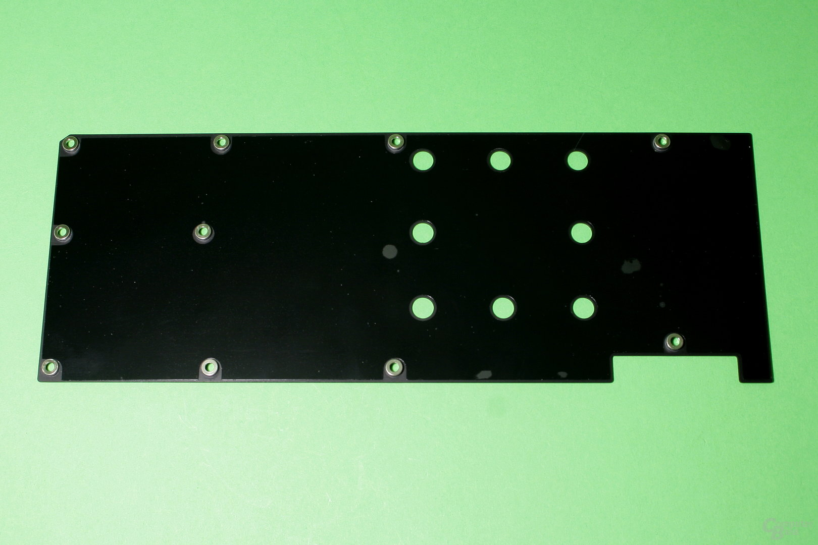 EK Fluid Gaming: Die Backplate erfüllt rein optische Zwecke