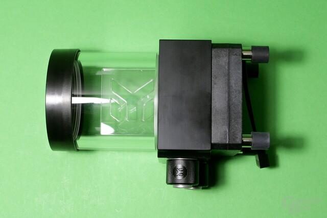 EK Fluid Gaming: SPC-60-Pumpe mit Acrylgas-Reservoir