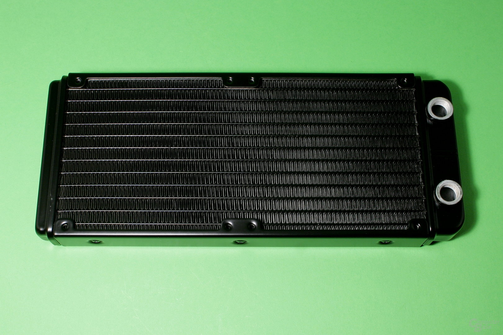 EK Fluid Gaming: 240-mm-Radiator aus Aluminium