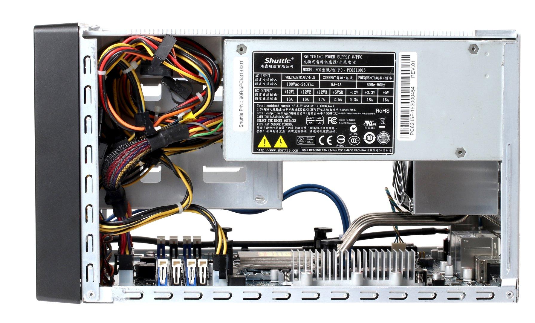 Das proprietäre Netzteil liefert eine Nennleistung von 500 Watt
