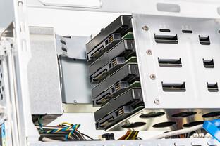 Platz für bis zu vier HDDs im 3,5-Zoll-Formfaktor