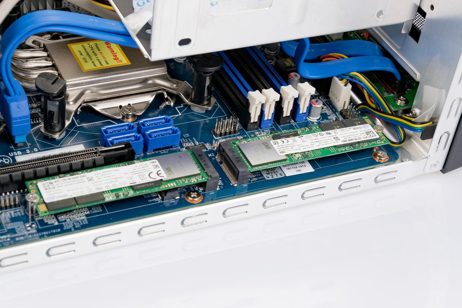 Einbauplätze für zwei M.2-PCIe-SDDs sind vorhanden
