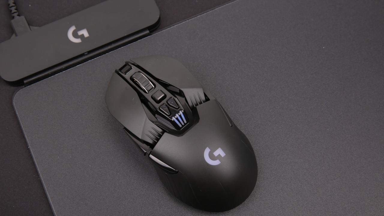 Logitech Powerplay im Test: Wenn das Mauspad die Maus beim Spielen lädt