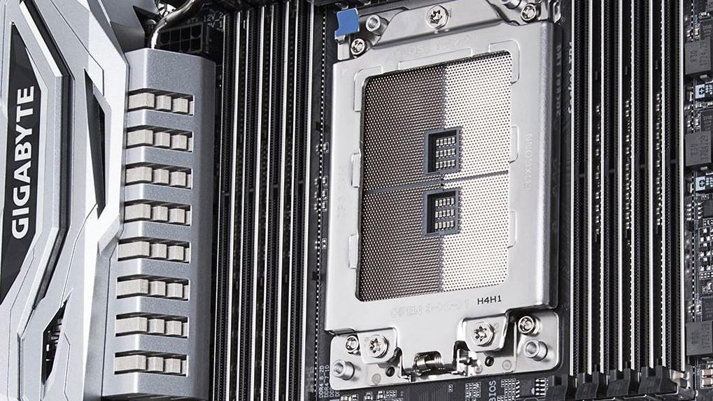 Gigabyte X399 Designare EX: TR4-Mainboard in Silber mit Backplate und Dual-LAN