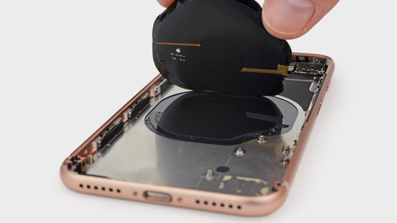iPhone 8 Teardown: Kleinerer Akku und Spule für drahtloses Laden