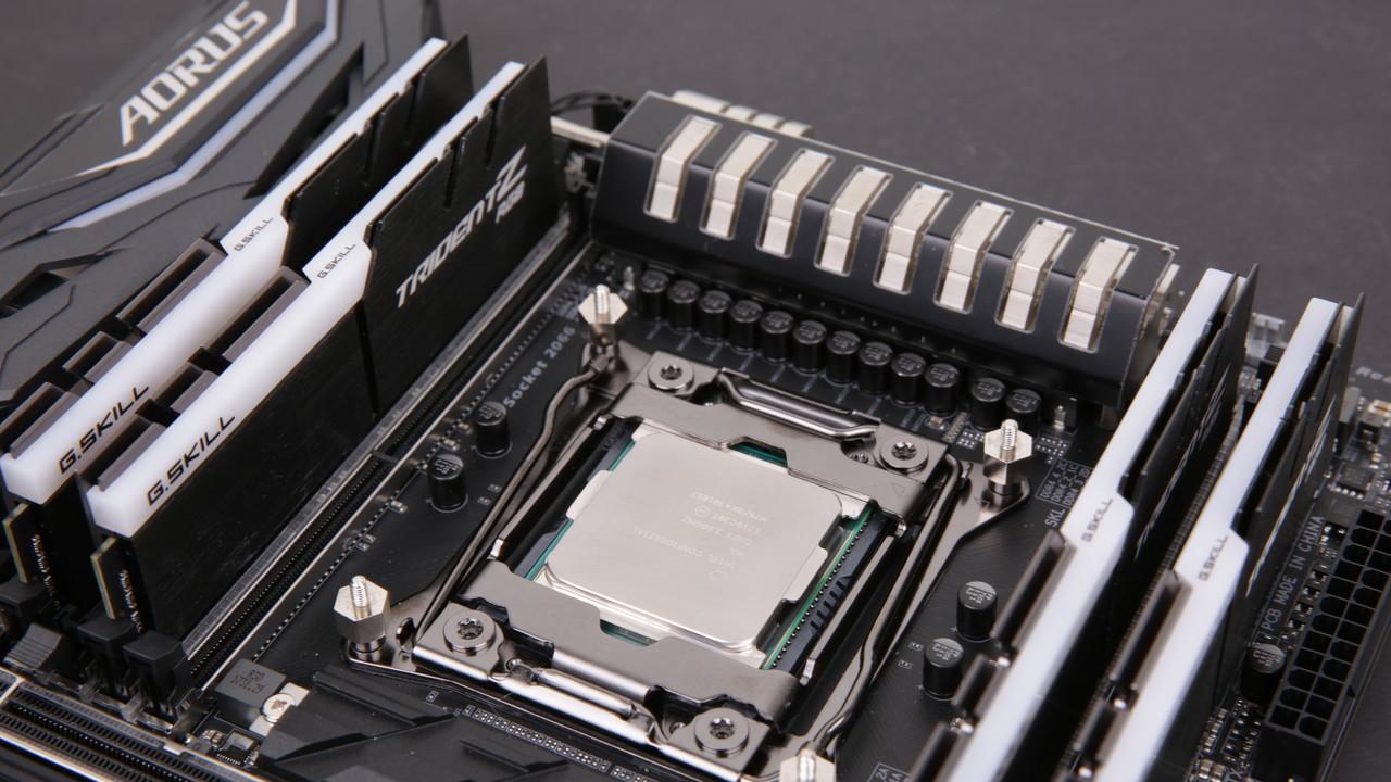 Core i9-7980XE: Intels 18-Kerner zieht bei 5,7 GHz bis zu 1.000 Watt