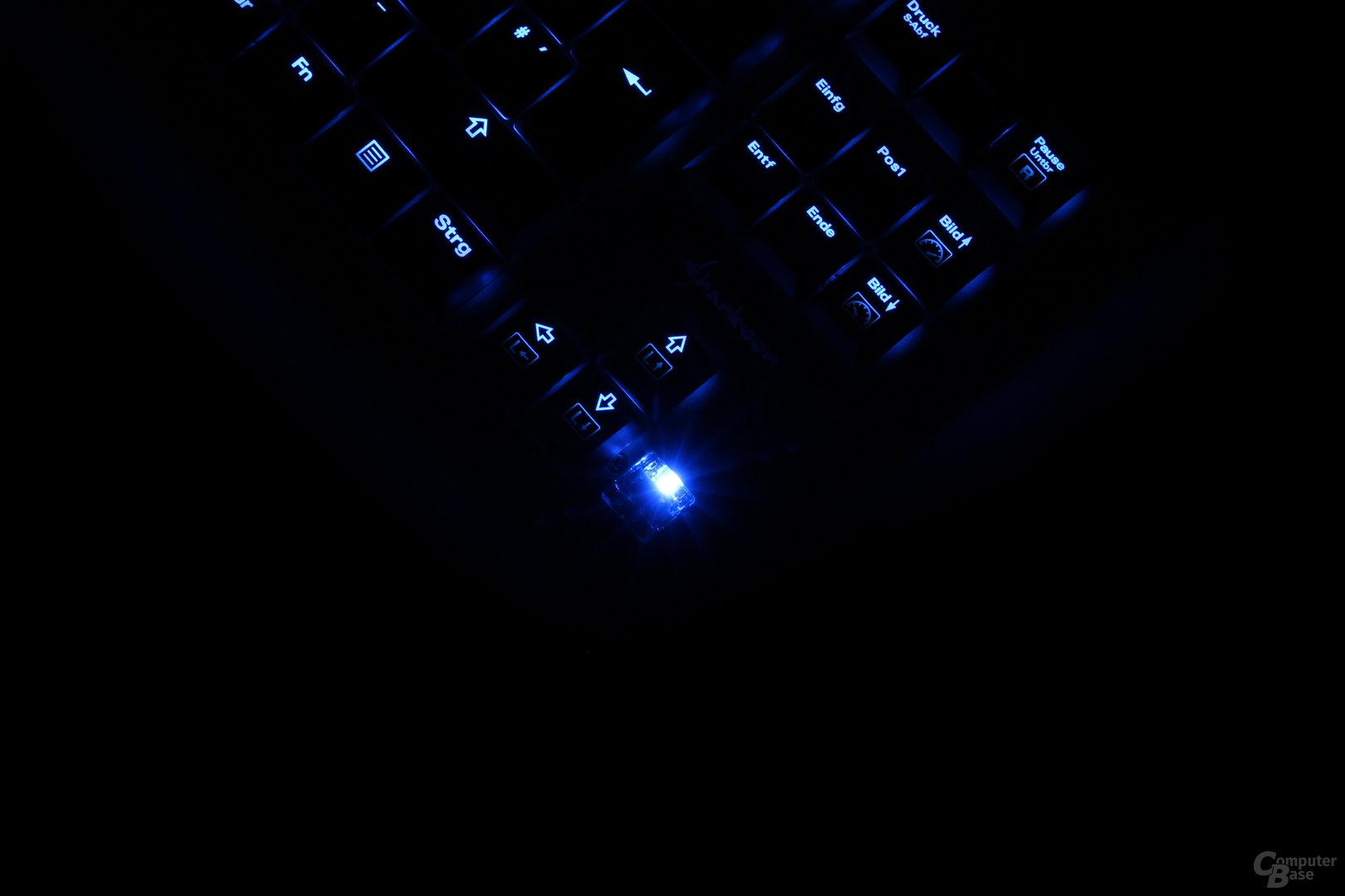 Im Dunkeln ist die ungleichmäßige Helligkeitsverteilung gut zu erkennen