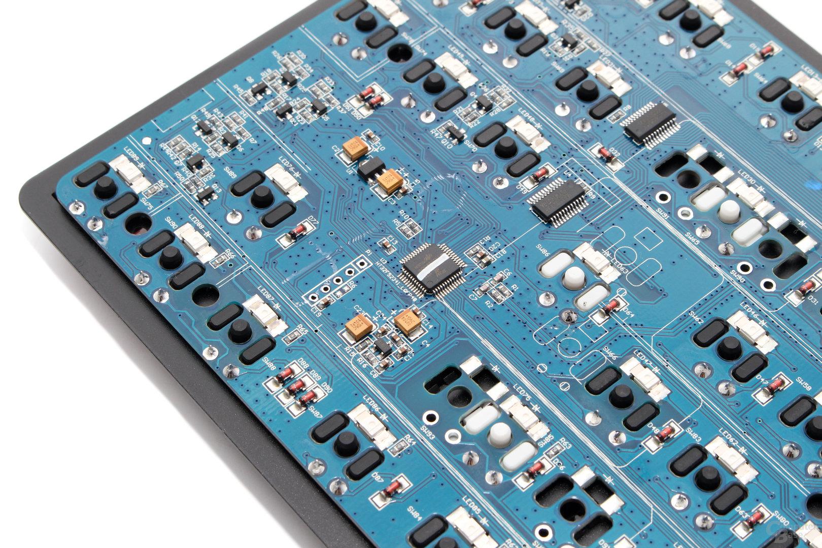 Ein Mikrocontroller von Holtek ist das Hirn der Tastatur