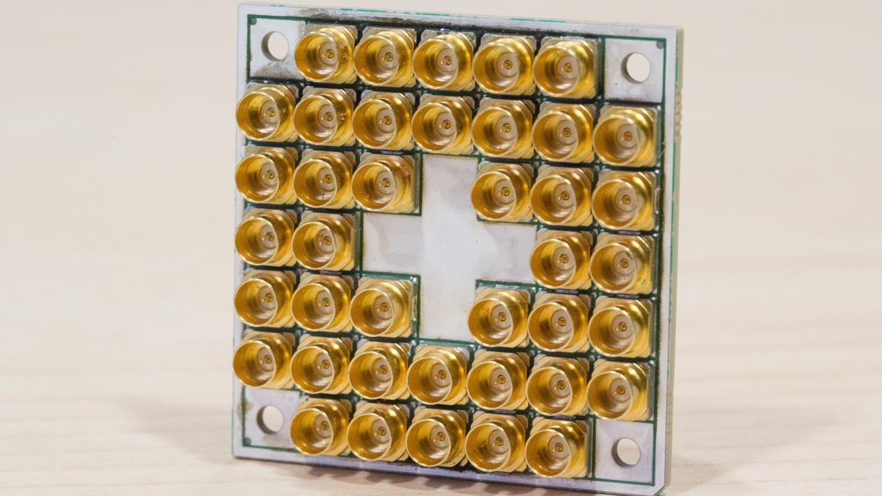 Quantencomputer: Intel liefert 17-Qubit-Testchip an Forscher von QuTech