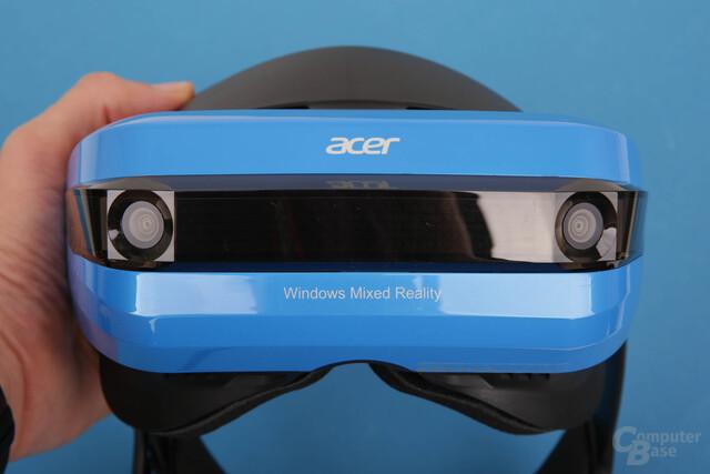 Zwei Kameras am blauen Visier dienen dem Tracking von HDM und Controllern
