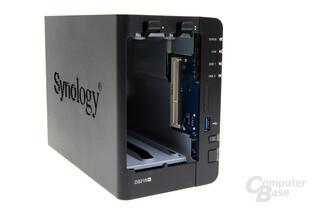 Synology DS218+ – DIMM-Slot von außen zugänglich