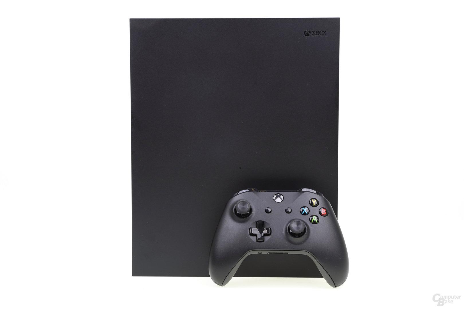 Die Xbox One X mit Controller